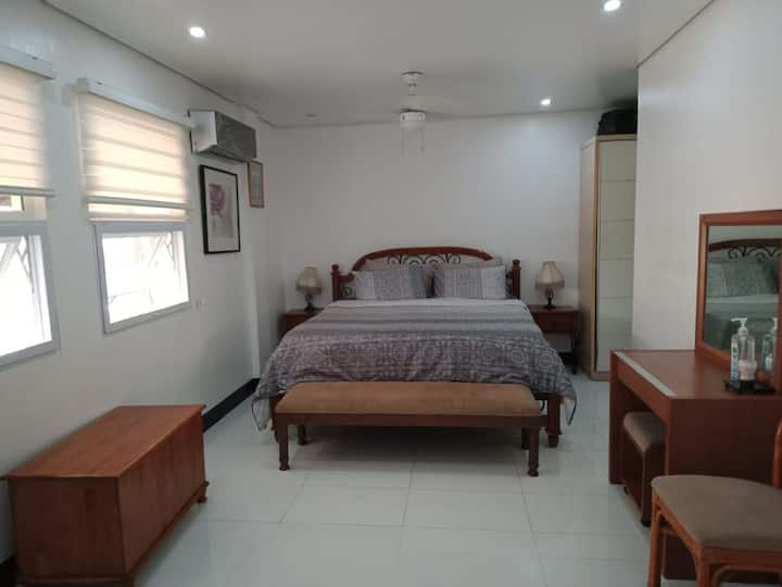 Cozy 2 bedrooms, great for day trips w/ Free WiFi