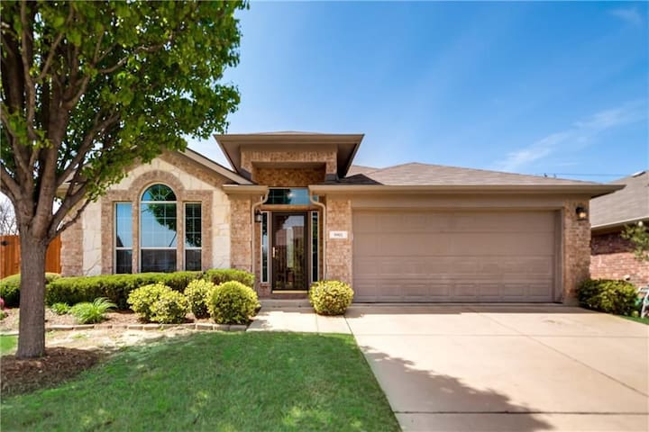 Three Bedroom Home with Pool & Hot Tub!