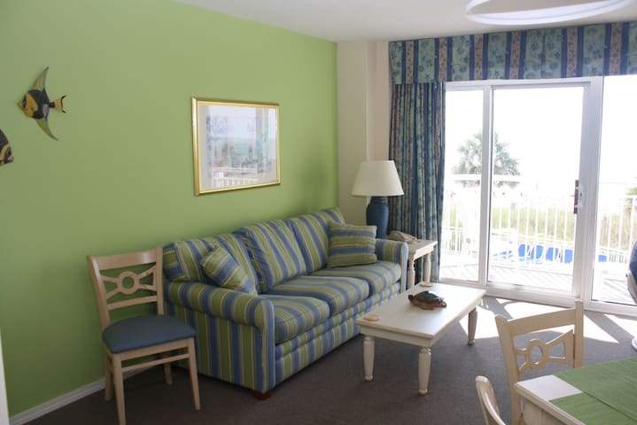Gorgeous Oceanfront 1 BR Sleeps 8- linens included - North Myrtle Beach - Apartamento