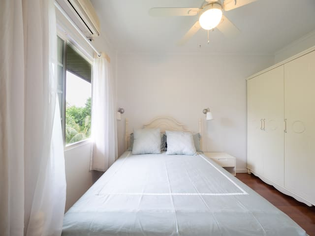 Cozy&Private bedroom (Neverland ROOM2, queen size) - Airai - Vila