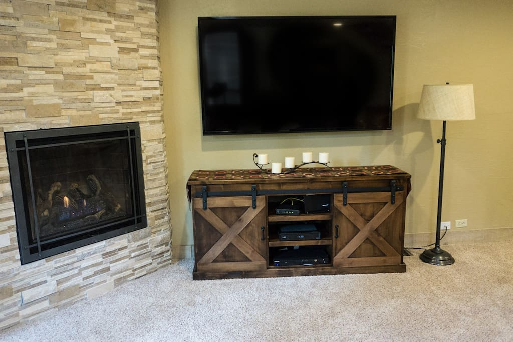 Fireplace,Hearth,Cabinet,Furniture,Sideboard
