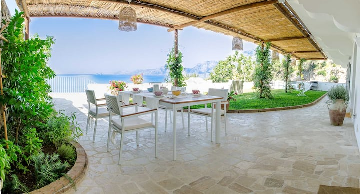 Villa Idris, a nice villa with pool  in Praiano