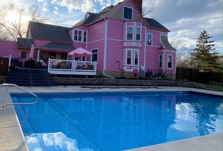 Pink Castle Babe-cation Getaway w/Private Pool.