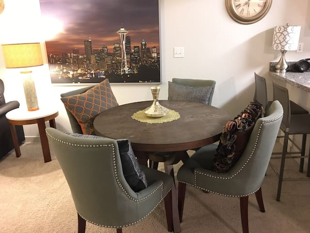 Close to Microsoft & Downtown! - Bellevue - Apartment