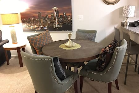 Close to Microsoft & Downtown! - Bellevue - Apartament