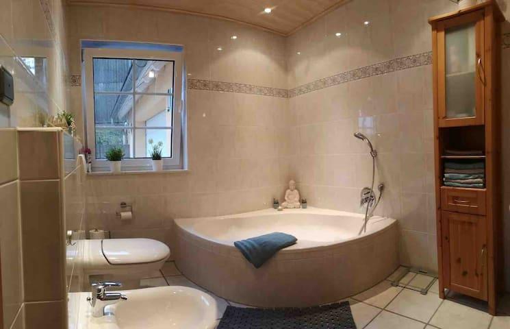 Eigenes Badezimmer (direkter Zugang vom Schlafzimmer)