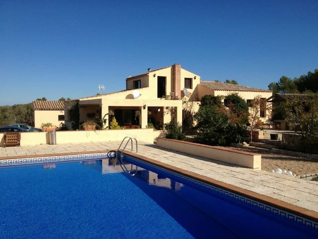 Spanish villa + pool - sleeps 8/9 - Эль-Перельо
