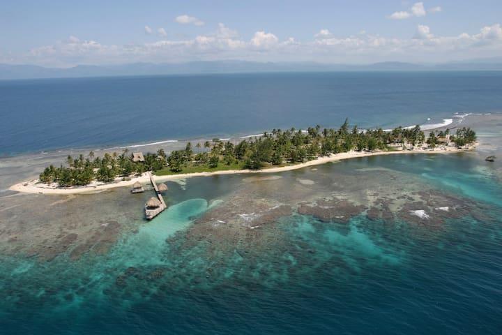 Cayos Cochinos Honduras Island Kiosko Cabin