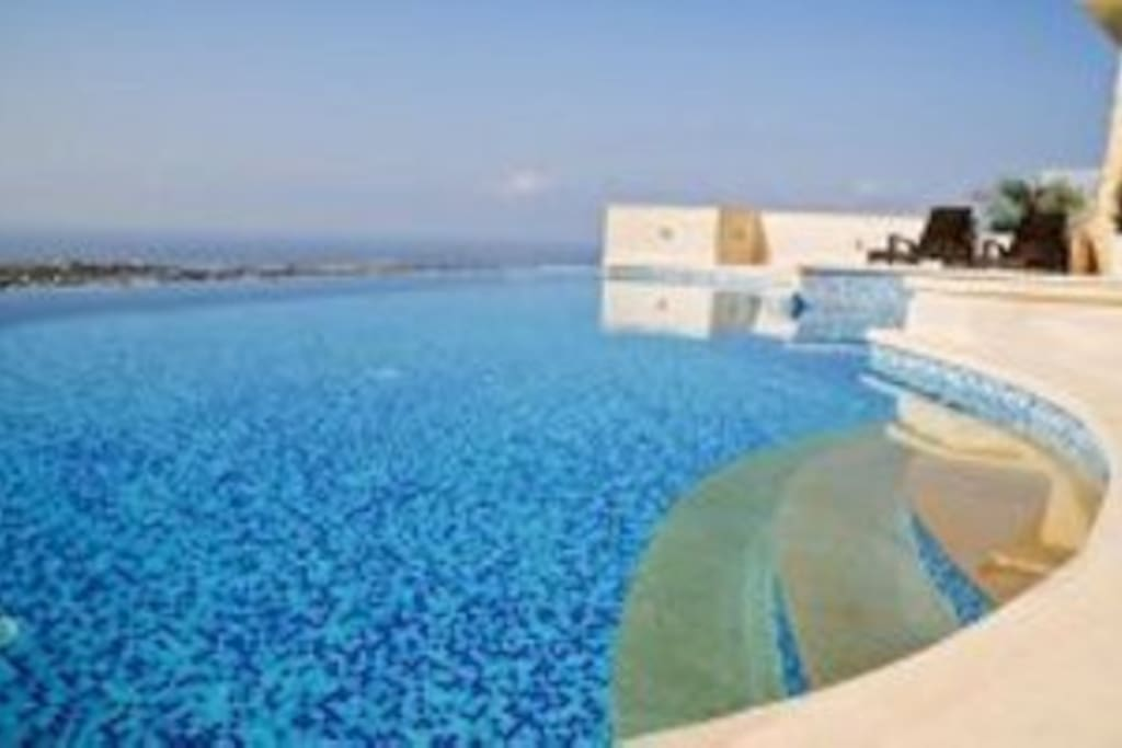 Beautiful infinity swimming pool and jacuzzi overlooking the Mediterranean Sea.