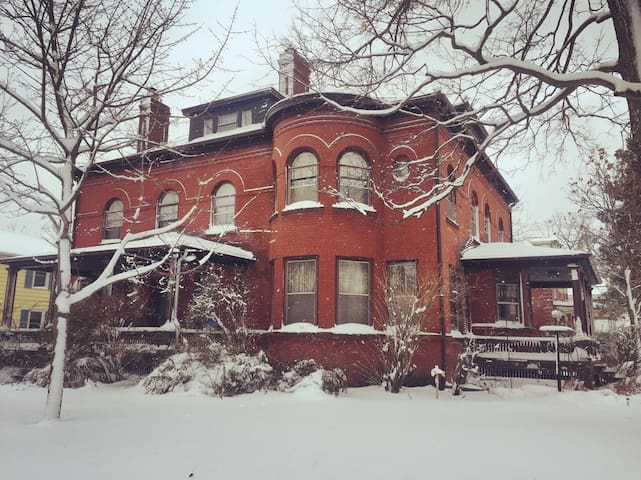 Art-filled Victorian near Stone Arch & Downtown