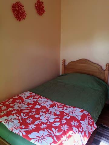 Habitacion simple con baño compartido 1 cuarto