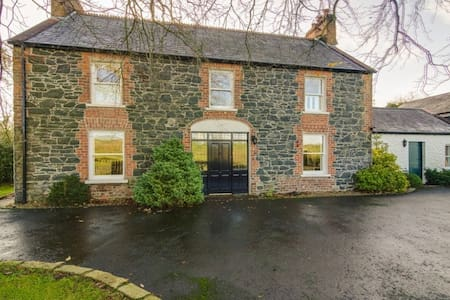 The Old Post Office and Farmhouse, Double Bedroom - Lisburn - Talo