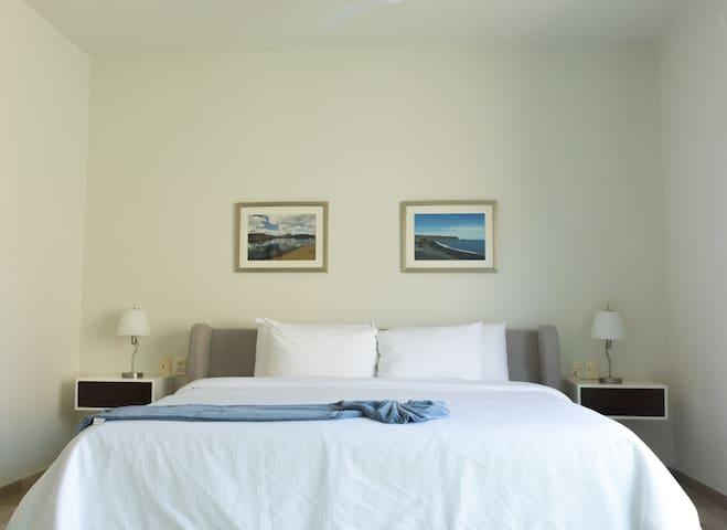 Master bedroom, KS bed, walking closet, bathroom in suite