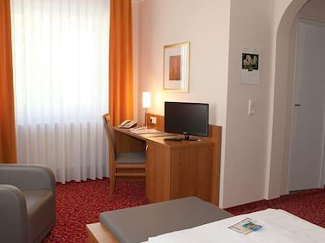 Hotel Alexa (Bad Mergentheim), Standard-Einzelzimmer mit kostenfreiem WLAN und Parkplatz