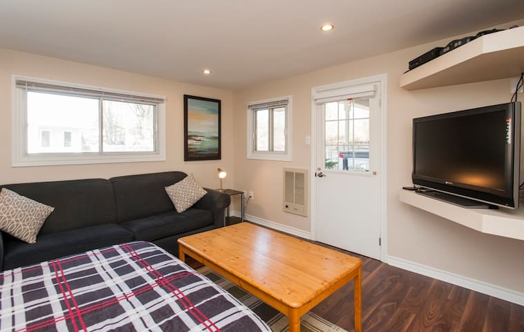 A very cozy and private Poolside Studio Flat with 3 piece washroom and kitchenette.