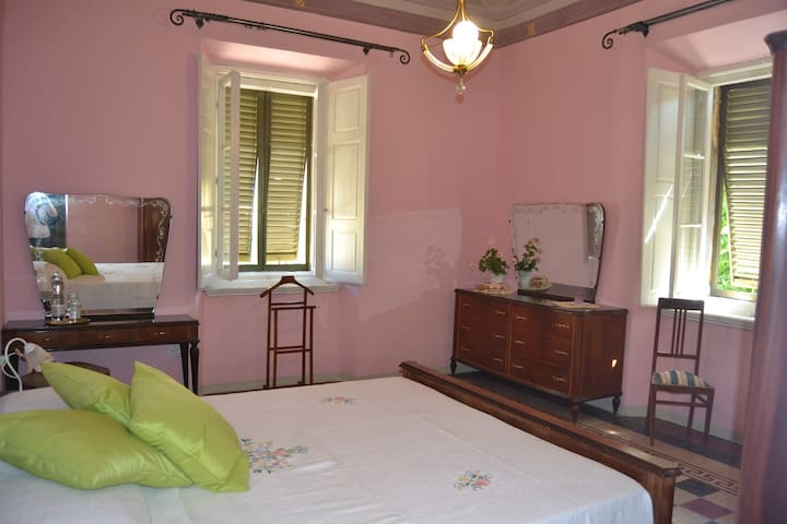 Double/Triple room (+ crudle) - Montescudaio - Guesthouse