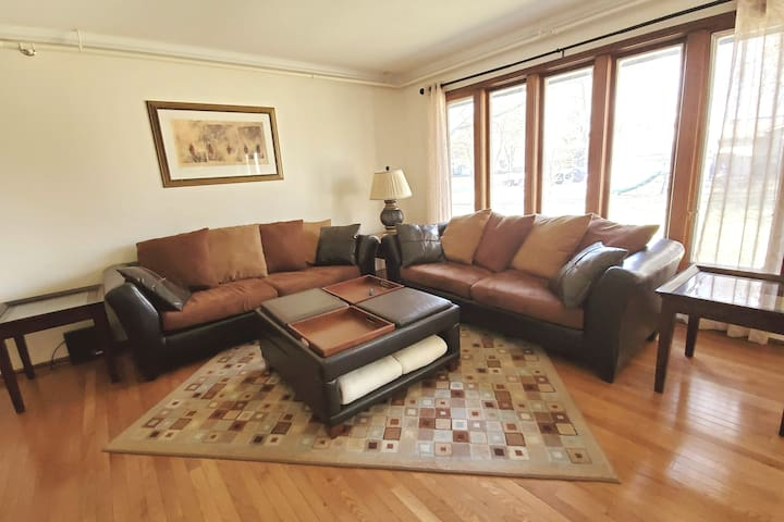 *King Bed-Patio-Laundry-SmartTV-South Naperville*