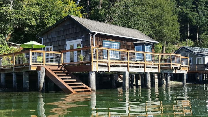 Charming Beach Cabin in Quartermaster Harbor