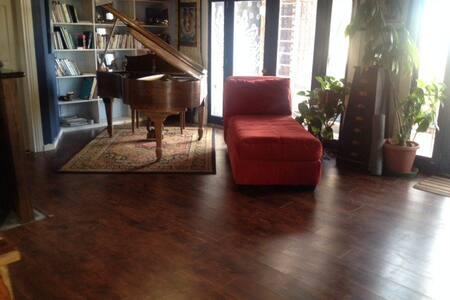 Writers Retreat w/ Baby Grand Piano - Boulder