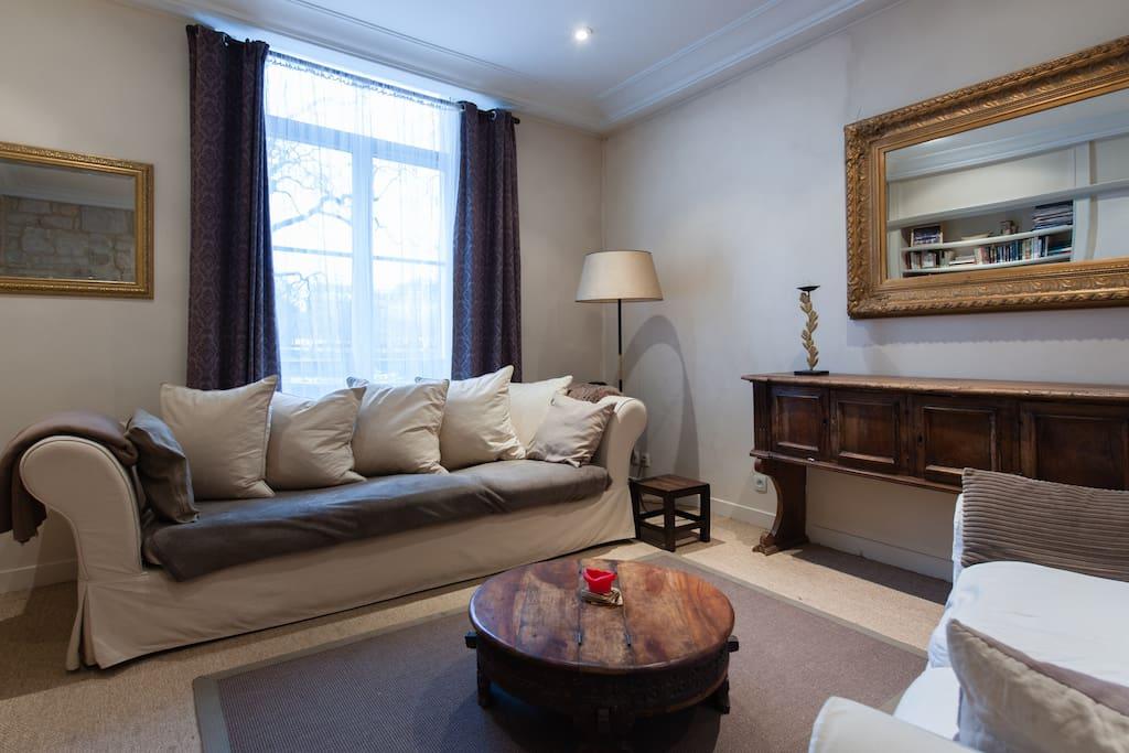 ile saint louis vu sur seine appartements louer paris le de france france. Black Bedroom Furniture Sets. Home Design Ideas