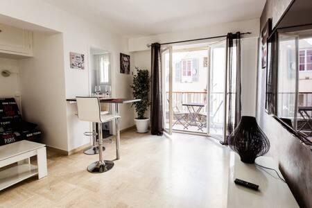Studio calme lumineux plein coeur du centre ville - Nice - Apartment