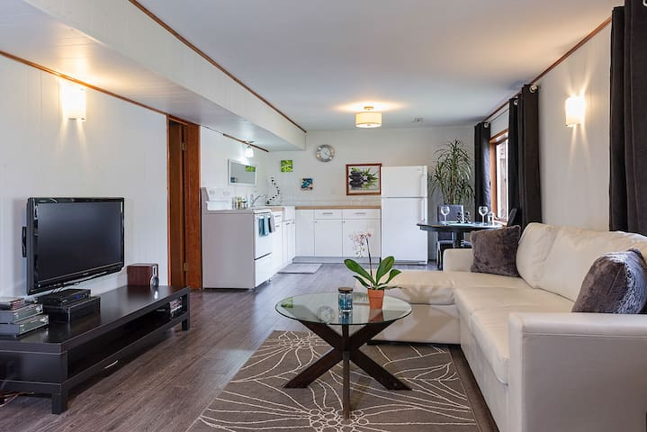 Private Suite with views - Port Moody - Casa