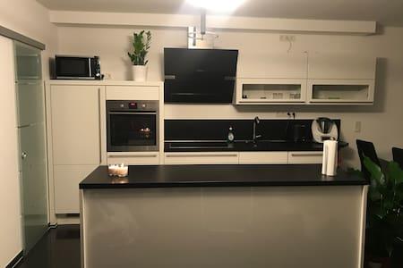 Moderne neue Wohnung