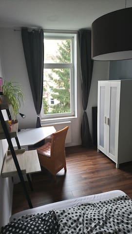 Schönes Zimmer nähe Lister Platz/Lister Meile