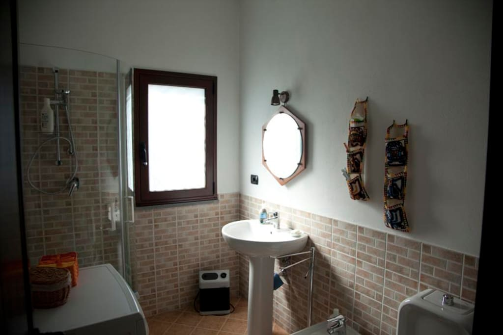 La stanza da bagno.