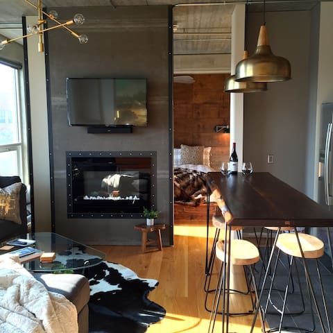 2 King Bed, East Village Loft with Capitol View - Des Moines - Condo