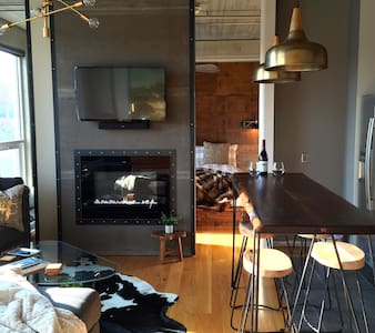 2 King Bed, East Village Loft with Capitol View - Des Moines - Condominium
