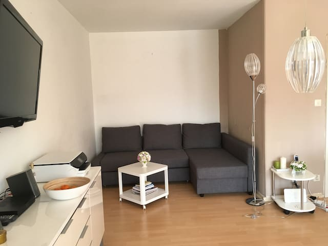 Cosy 2 room apartment, 6 min to fairground, Wi-Fi - Laatzen - Pis
