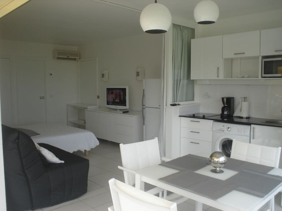 Studio gd standing piscine plage apartments for rent - Piscine saint francois nice ...
