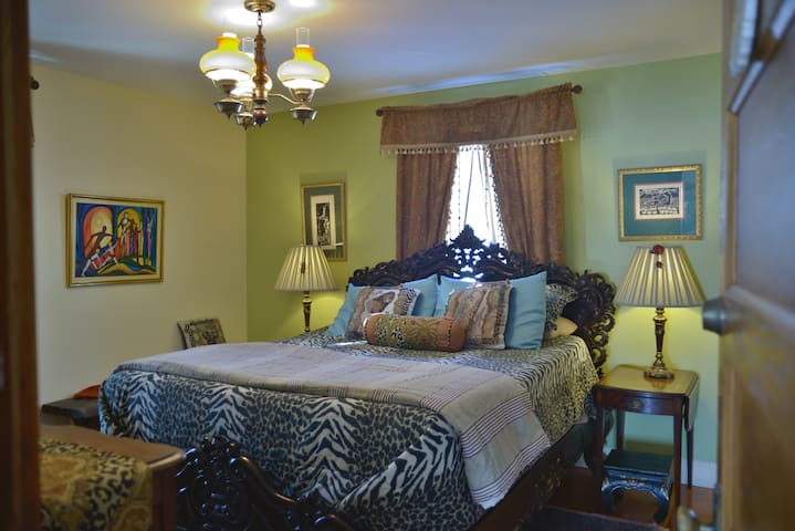 Sawyer Mansion - South African Room - Whitingham - Bed & Breakfast