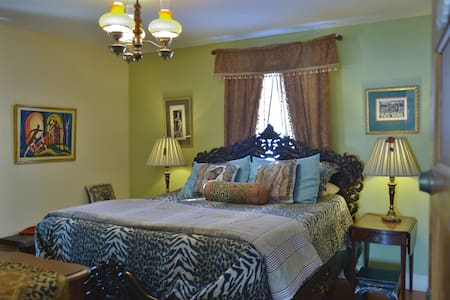 Sawyer Mansion - South African Room - Whitingham