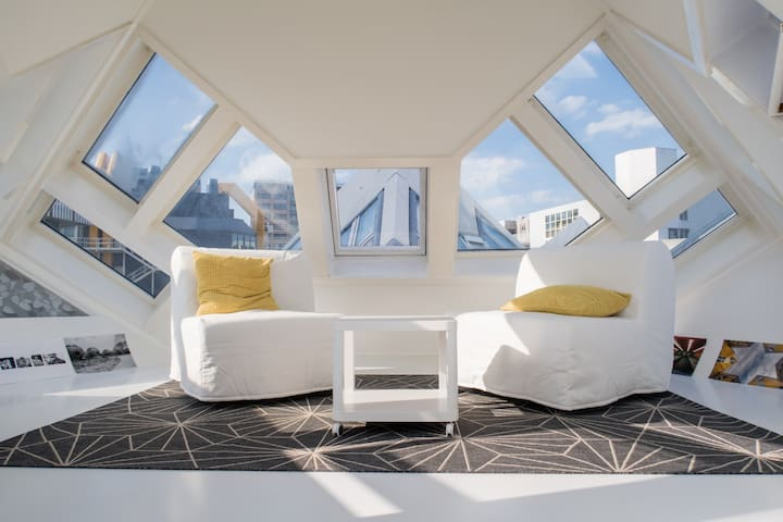 The triangular skybox is a very special room. If you want to sleep on one of the sofabeds we provide sleepmasks, because you will sleep under the stars! One remark, nowadays we only use the chairs as beds.
