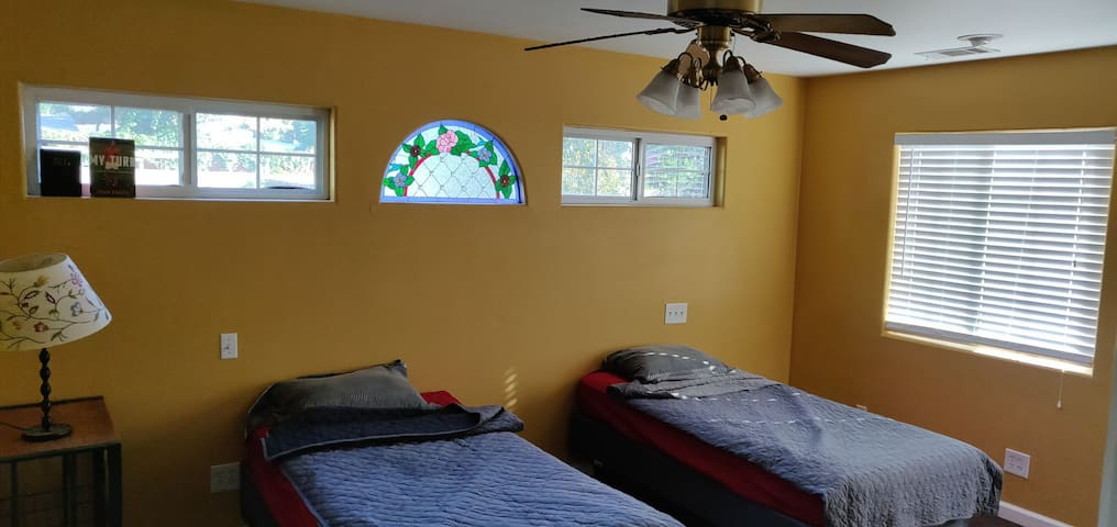 Cozy Twin Bed Whittier (2nd bed)