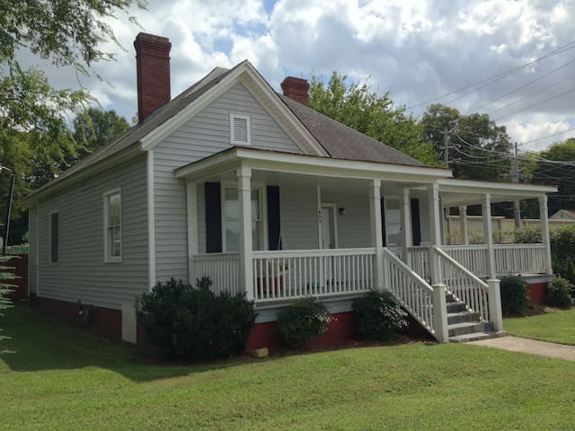 3 bedroom house close to everything - Pineville - Hus