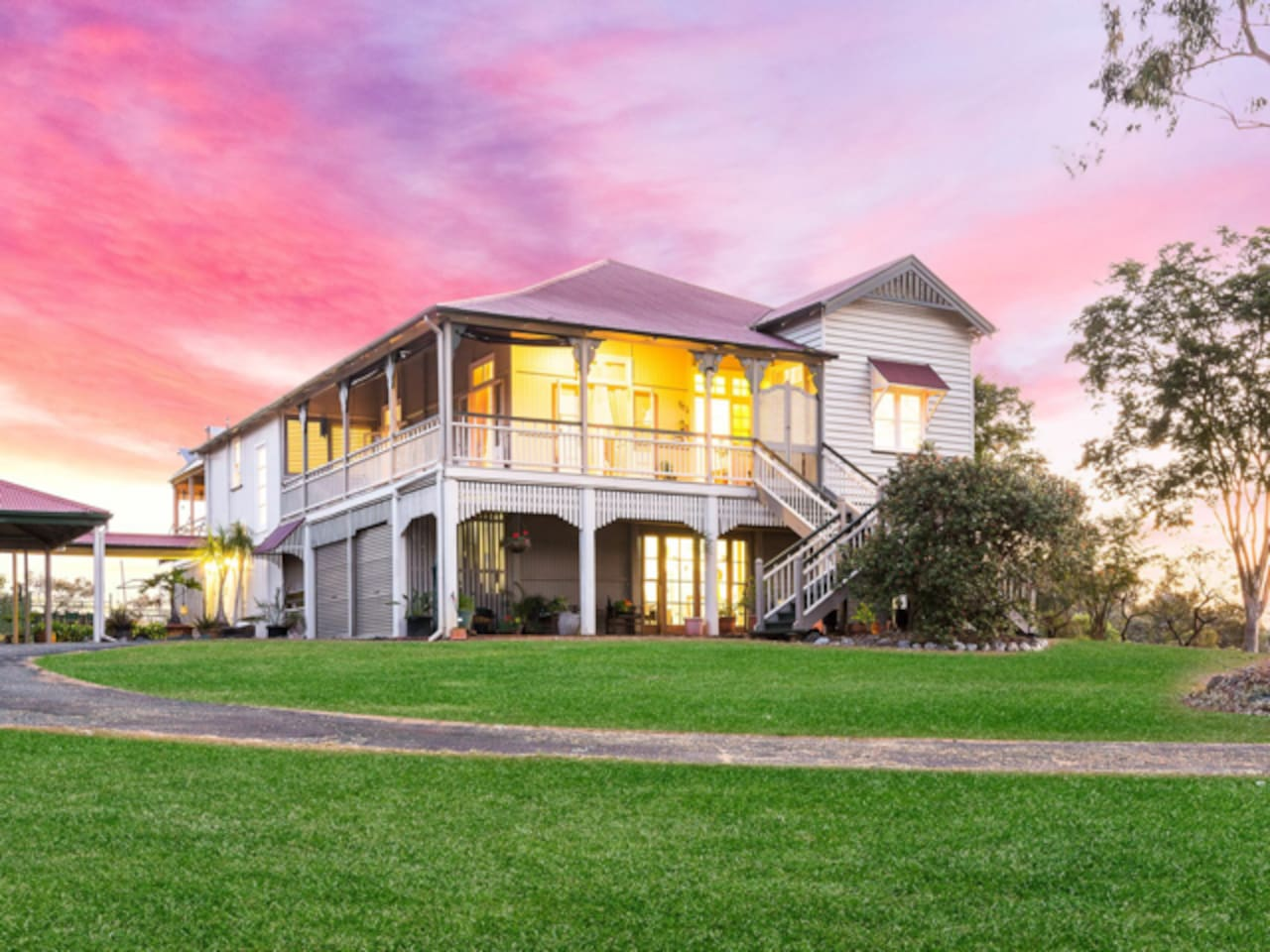 Traditional Colonial Queensland home on 1 acre within walking distance to Dayboro village.