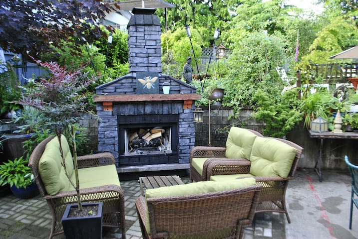 Private and Spacious 3-Room Suite in Heritage Home - Coquitlam - Casa