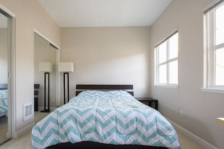 Downtown room comfortable Queen bed - Mountain View - Apartment