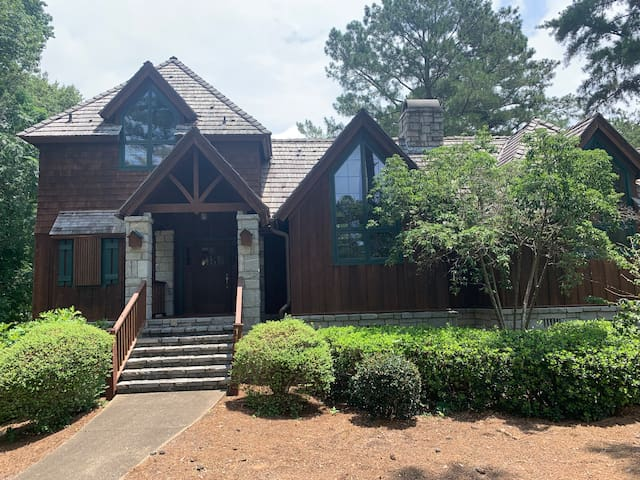 Beautiful golf cottage in Cuscowilla