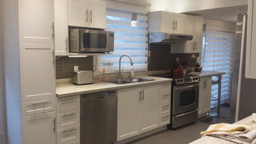 Convenient and cozy single bedroom - Dorval - House