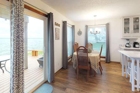 Lakefront, Renovated Condo Lake Ray Hubbard