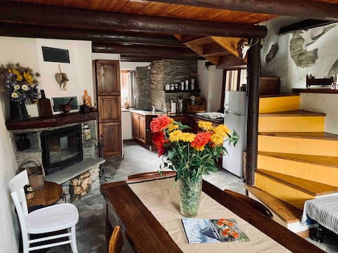 Romantic Cottage with a view of Reinero, Marmora