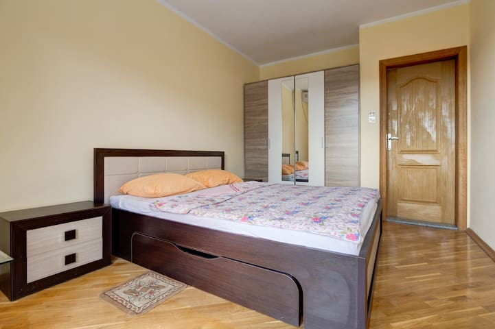 Double Room with Private Bathroom & WiFi & Parking