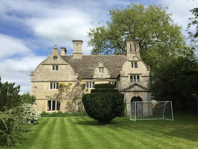 17th Century Manor House and gardens - Glinton - Haus