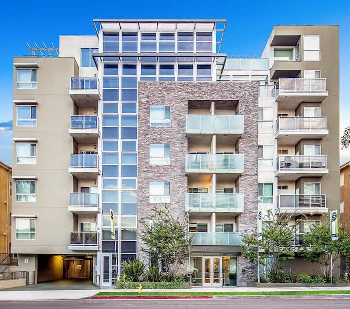 Beautiful 1 Bedroom Apartment + Parking + Washer / Dryer -  West LA - B 412B
