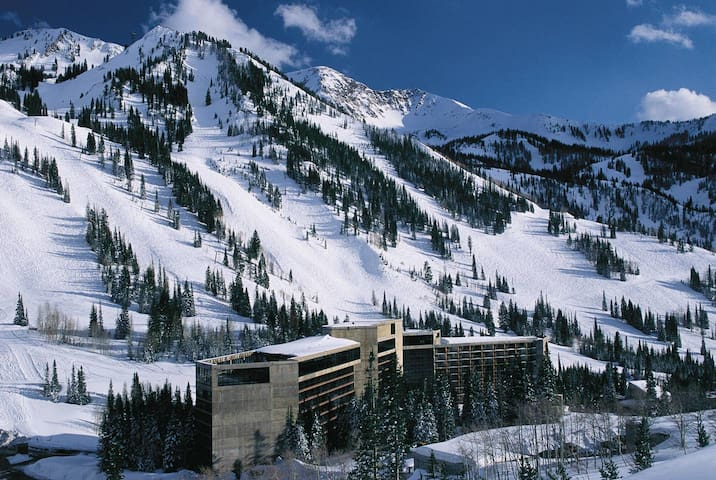 SNOWBIRD CLIFF CLUB SKI IN/OUT SLEEPS 4 March 2020