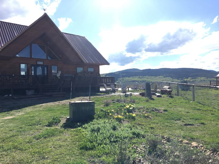 4 Seasons Lodge-SNOWMOBILERS PARIDISE! 300 Trails